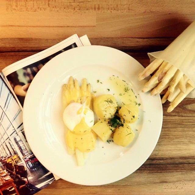 Krem dyniowo-porowy (14 PLN) oraz szparagi z ziemniakami i sosem holenderskim (31 PLN) #letarg #letargbistro #food #foodporn #instafood #foodgasm #lunch #lunchtime #lunchideadish #cook #cooking #kitchen #poznan #restaurant #foodie #love #lover #eat #eating
