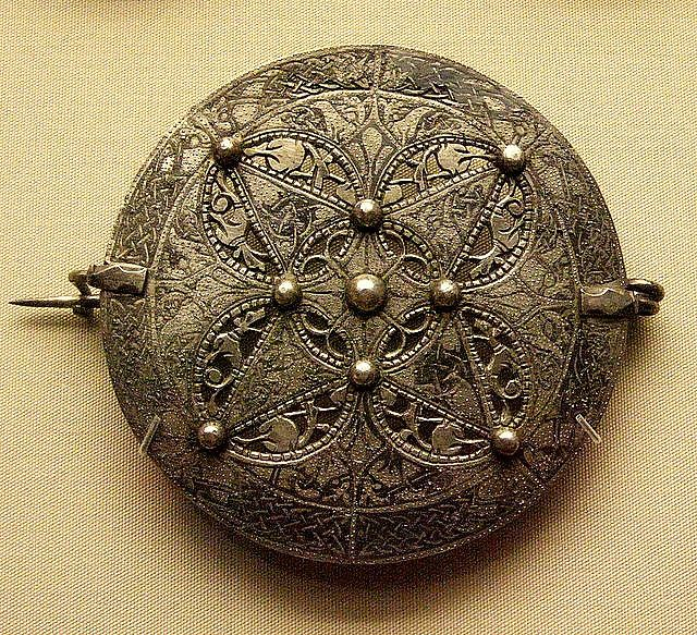 9c silver disc brooch, late Anglo-Saxon. Lovely detail and so pretty!