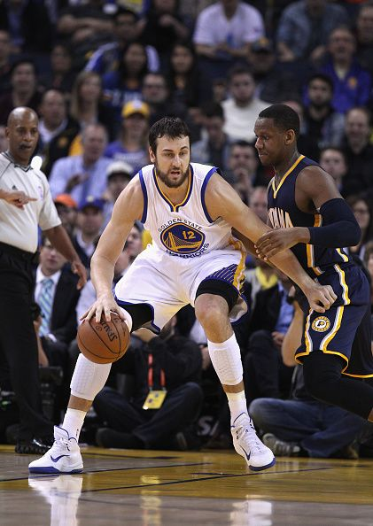 Andrew Bogut playing against the pacers in 2015