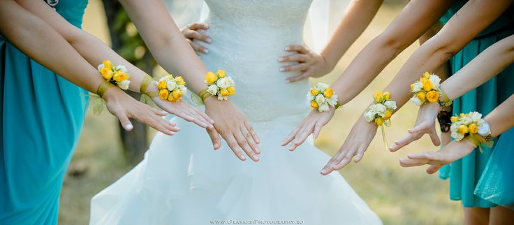 Bridesmaid bouquets   See the full wedding on http://grabazeiphotography.ro/?page=wedding&id=107