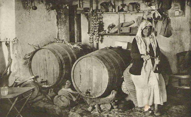 Ταβέρνα, πουλούσε και κρασί.