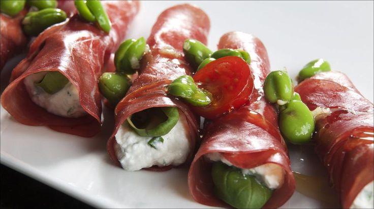 Prosciutto med ricotta, basilikum og favabønner