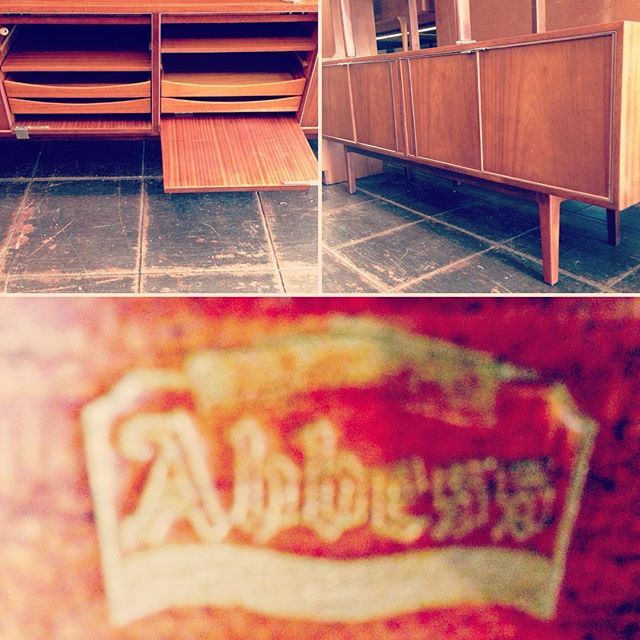 #abbess #office #credenza from #england🇬🇧 ~ #abbotbrothers in #southall made the #midcenturymodern Abbess Office Furniture. Note the central #pocketdoorsystem that reveal #storagedrawers and #shelves ~ #madmen #therealdeal ~ available from #indiastreetantiques #danishmodernsandiego @littleitalysd #ilobsterit