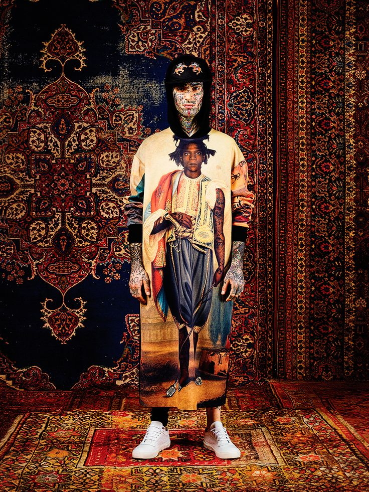 Les Benjamins Fall/Winter 2016 - Fucking Young! - Les Benjamins considers a psychedelic collision of culture and rebellion forFall/Winter 2016, immersed in our transcendental reality and the rhythm of the street. Designer Bunyamin Aydin evolves the brand signature of graphic jersey into a holistic leisure wardrobe, harnessing... »
