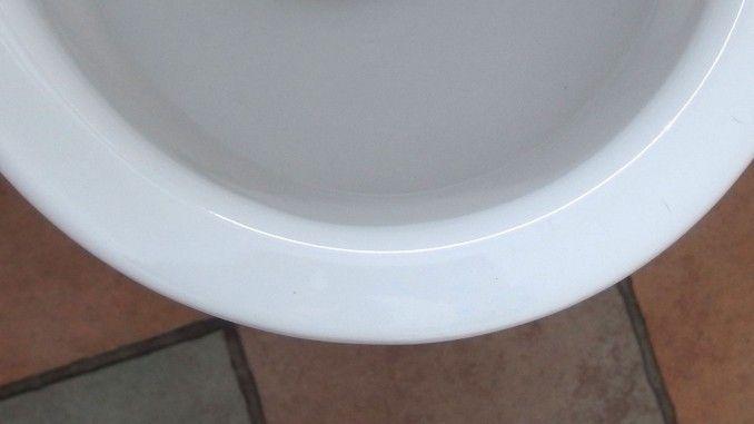 gelbe ablagerungen im wc becken und unter dem rand. Black Bedroom Furniture Sets. Home Design Ideas