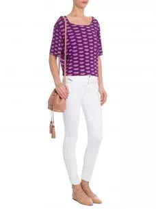 T-shirt Feminina Lips - Roxo - T-Shirt Feminina Lips, Tigresse.A T-Shirt roxa é confeccionada em malha com modelagem reta. A peça possui estampa de bocas em lilás, decote arredondado, mangas curtas e acabamentos apenas no corte. Compre T-ShirtTigresseno Online Marketplace Shop2gether. SKU:0072532_ESTAMPADOComposição:96% Viscose 4% Elastano Cor: EstampadoMarca:Tigresse