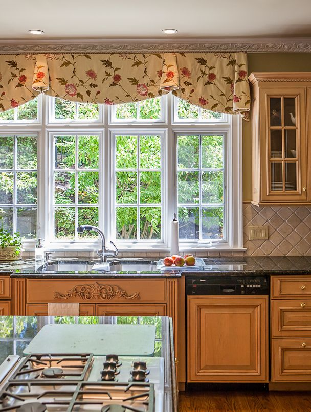 Pretty Kitchen Valance. Ends Hang Lower Than Middle