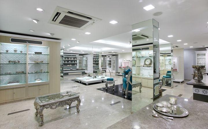 Белоснежный интерьер в ювелирном бутике