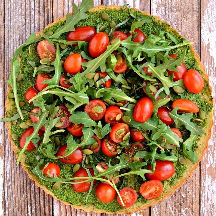 """""""Pizza low Carb com Massa de Couve Flor e Pesto Detox para inspirar seu domingão  . Ingredientes:  1 couve-flor ralado ou 2 xícaras (pode ser brocolis) 1…"""""""