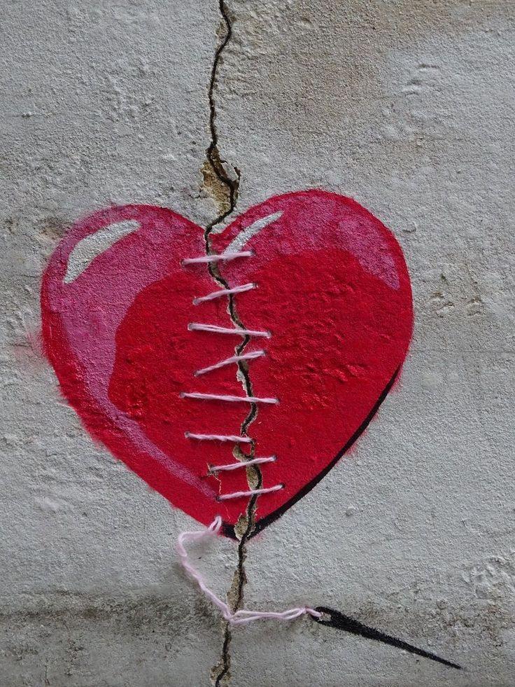 Un coeur brisé se répare... / Street art.