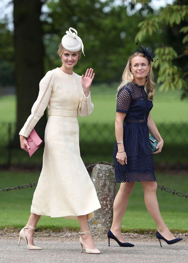 Donna air au mariage de Pippa Middleton en tenue habillée mi longue à manche