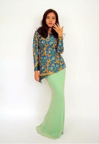 Dewi Batik Silk Modern Kurung EN-0040 - Blue from Efi Nofiani in Yellow and Green and Blue Beautiful blue & yellow batik silk top with soft green chiffon skirt. ... #bajukurung #bajukurungmoden