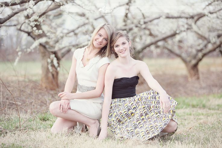 Adorable pose for friends or sisters! #senior #portrait #friends #photography