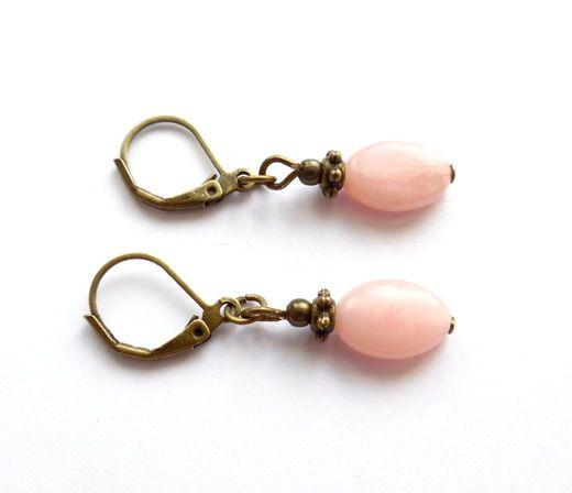 Örhängen med pärlor av rosa opal
