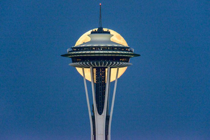 Luna şi Acul Spaţial 2 - Seattle, statul Washington, SUA