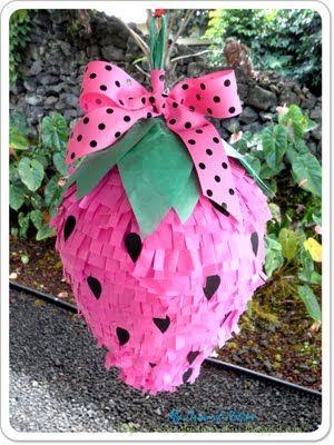 Como hacer una piñata infantil con forma de frutilla