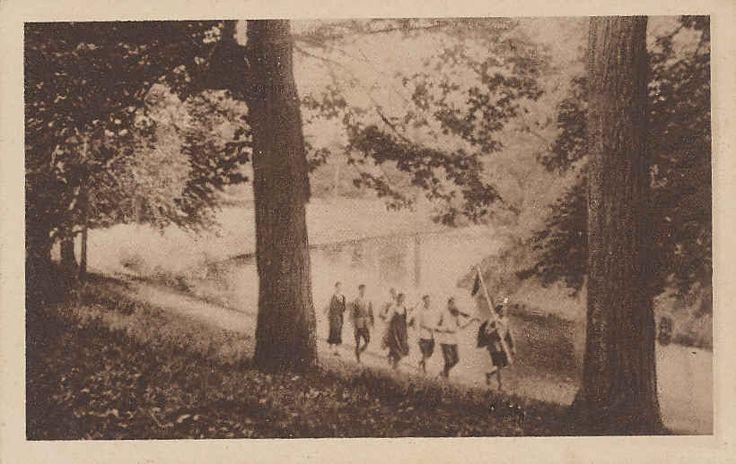 Wandern Pfadfinder Verband Deutsche Jugendherbergen Hilschenbach. Mit Pfadfindertum haben die auf dem Foto eigentlich nichts am Hut. Auch nicht mit Bündischen Jungen Bünden. Das waren einfache Wandervögel