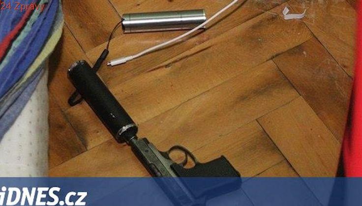 Výrobce drog zatkli policisté přímo při vaření, záhy objevili i pistoli