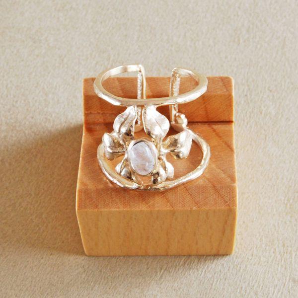 <2294:Cristina Zazo CLOVER ring MOON STONE>