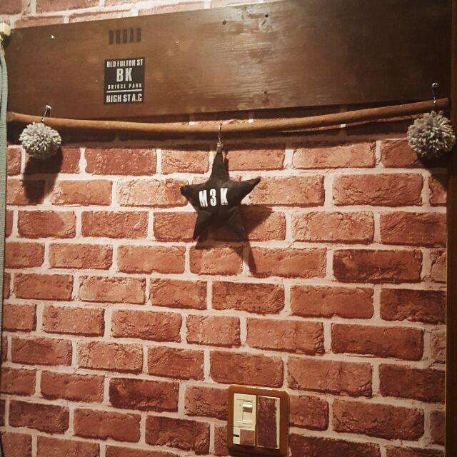 最近はカフェ風のインテリアが流行っていますよね!そんなカフェ風にぐっと近づくレンガ調壁紙のご紹介です。レンガ調壁紙で、あなたらしいお部屋づくりをしてみませんか?きっと今よりお部屋で過ごすのが好きになりますよ!レンガ調壁紙のDIY例をご紹介します☆