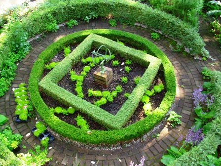 square in a circle knot garden