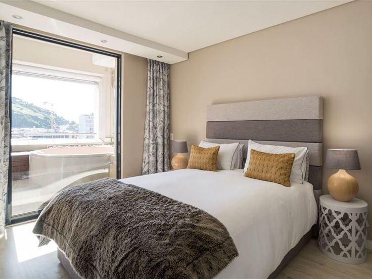 City Escape - Family & Business Ready - This newly renovated four-sleeper apartment is a perfect escape for the hustle and bustle of vibrant Cape Town CBD. Come home to a light, warm and homely apartment and sit down to enjoy the city views ... #weekendgetaways #capetown #capetowncentral #southafrica