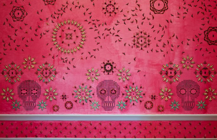 Tu recepcja           - brwnpaperbag:   Jennifer Angus' hot pink room is...