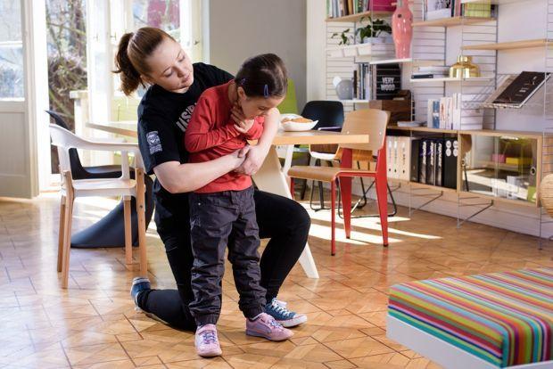 Co robić, gdy zadławiło się dziecko powyżej 1. roku życia?