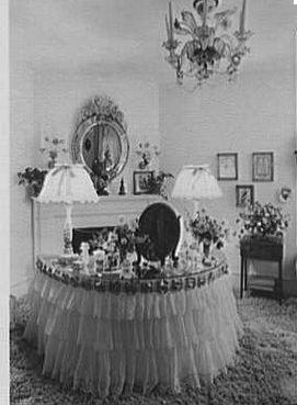 1940s bedroom decor | www.cintronbeveragegroup.com