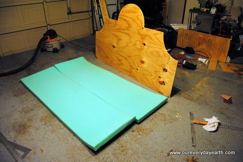 Make your own headboard: Plunging Projects, Diy Guest, Plywood Headboards, Headboards Ideas, Guest Projects, Beds Makeovers, Clever Ideas, Upholstered Headboards, Crafty Ideas