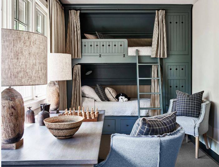 Спокойная спальня в винтажном стиле.