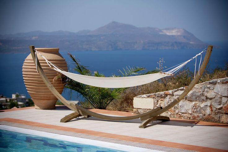 Luxe vakantiewoning in moderne stijl met grote tuin, zwembad en buitenkeuken