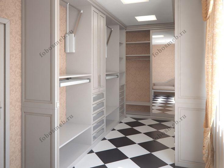 На фото: Кремовая гардеробная комната в классическом стиле
