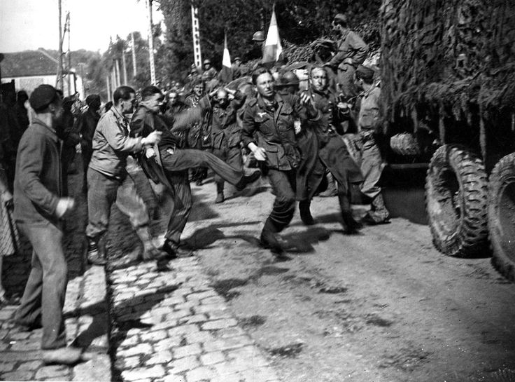"German prisoners and newly liberated French ""reacting"" August 24, 1944."