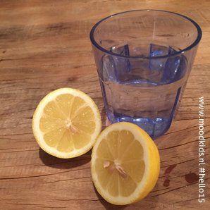 Door alle nieuwe superfoods en eetgewoonten die rondom ons oppoppen vergeten we weleens dat 'gewone' groenten of fruit ook superfoods zijn. De citroen bijvoorbeeld. De dag beginnen met citroen Iedere ochtend de dag beginnen met een glas warm water en een geperste citroen heeft heel wat...