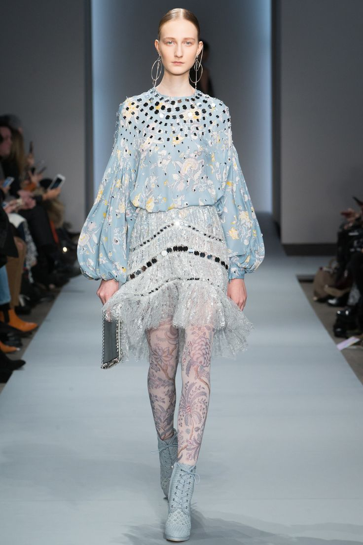 Zimmermann Fall 2016 Ready-to-Wear Fashion Show http://www.theclosetfeminist.ca/ http://www.vogue.com/fashion-shows/fall-2016-ready-to-wear/zimmermann/slideshow/collection#17