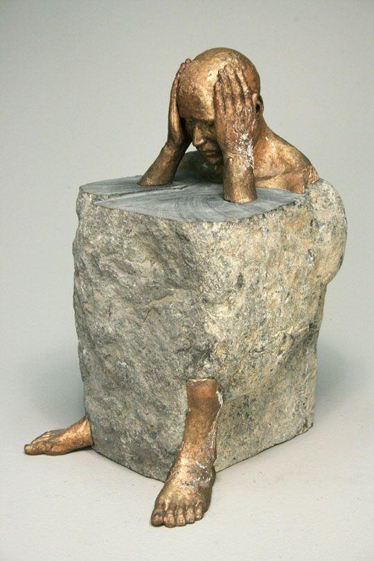 Bryon Draper | Royal Steward | bronze and limestone. Nosotros somos aquellos que metemos nuestros proprio bloques