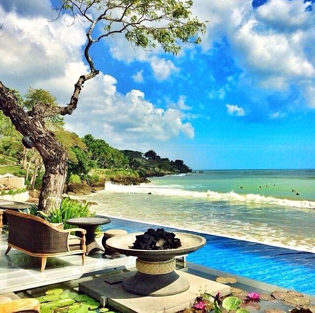 Sundara Beach Club. Four Seasons Bali
