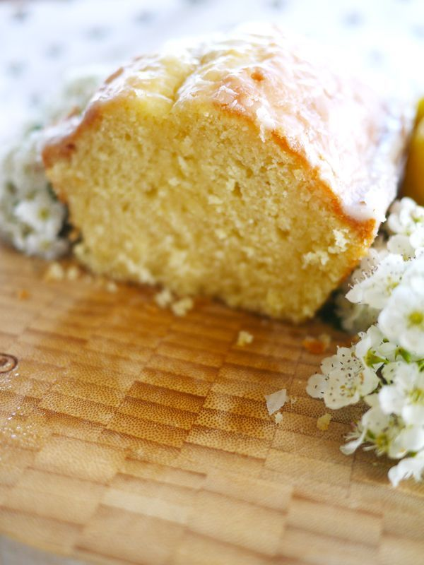 The Londoner: Lemon Drizzle Cake. Claims its better than Starbucks. We shall see...........