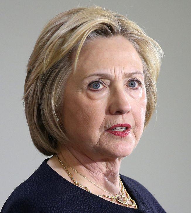 Hillary Clinton 26-10-1947 Amerikaans politica van de Democratische Partij. Ze is getrouwd met voormalig president Bill Clinton en was deswege First Lady van 1993 tot 2001. Op 12 april 2015 maakte Clinton officieel bekend dat ze zich kandidaat stelde voor de Amerikaanse presidentsverkiezingen 2016.  https://youtu.be/5WjDYRXEzyM