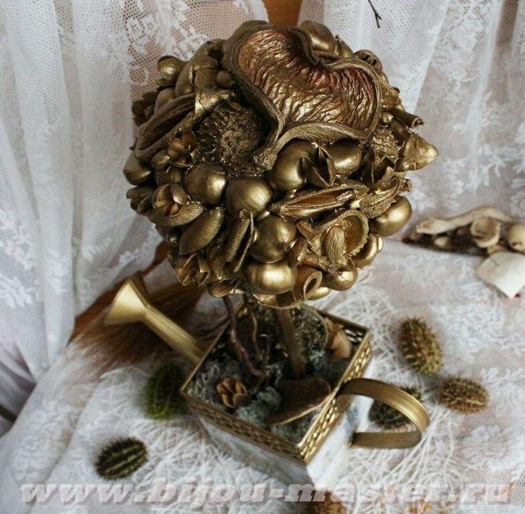 Авторское дерево-топиарий в декоративной лейке Изобилие в золотых тонах (авт.Е.Оноприйчук)