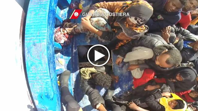Sono stati soccorsi dalla Nave Diciotti della Guardia Costiera i 118 migranti che si trovavano su un gommone alla deriva nel Canale di Sicilia. Le...