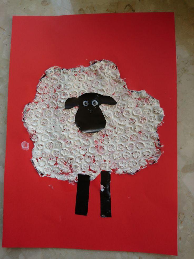 Baranek Shaun owieczka z folii bąbelkowej DIY ART ACTIVITIES FOR KIDS