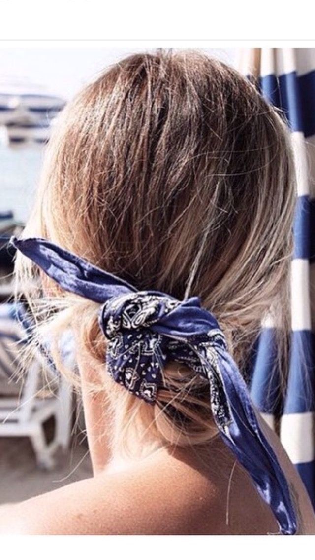 Messy pony tie with a scalf to finish Rainie likes this look