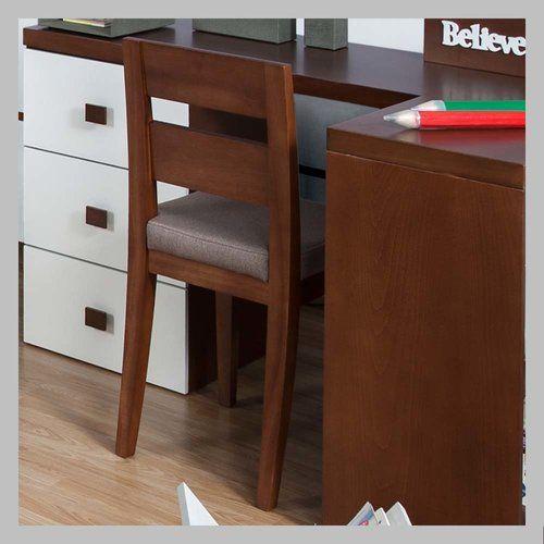 SILLA PARA NIÑOS VERDE SM-02 Silla para escritorio con espaldar en madera cedro color clásico y tapizada en verde. El diseño se presta para se ubicado en una habitacion de niño o niña ya que usted puede escoger el color de acabado que más le guste a sus hijos.