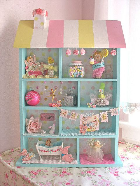 Sweet Baby Shadowbox @Emma Zangs Zangs Zangs Walters you could paint your dolls house like this.