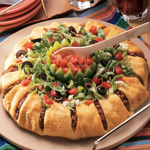 Taco Ring - it's really very easy and a big hit whether it's for company or for a family dinner!  Taco+Ring+-+The+Pampered+Chef®