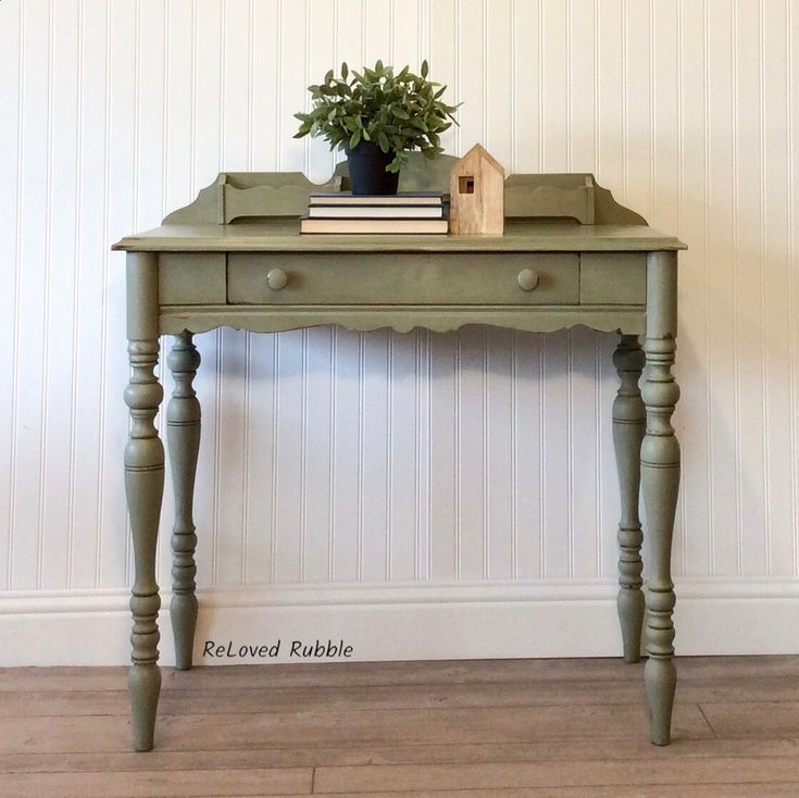 Annie Sloan Chateau Gray with clear and dark waxes #anniesloan #relovedrubble #paintedfurniture #refinishedfurniture #vintagefurniture #upcycledfurniture #chalkpaint