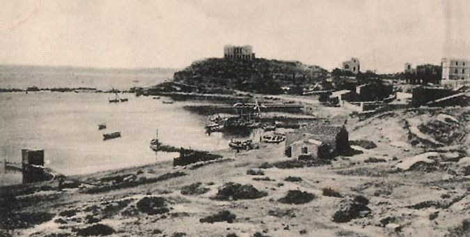 Η Έπαυλη Κουμουνδούρου στον Πειραιά, χτισμένη πάνω στο ιερό της Μουνυχίας Αρτέμιδος κάπου το 1900.  pireorama.blogspot.com