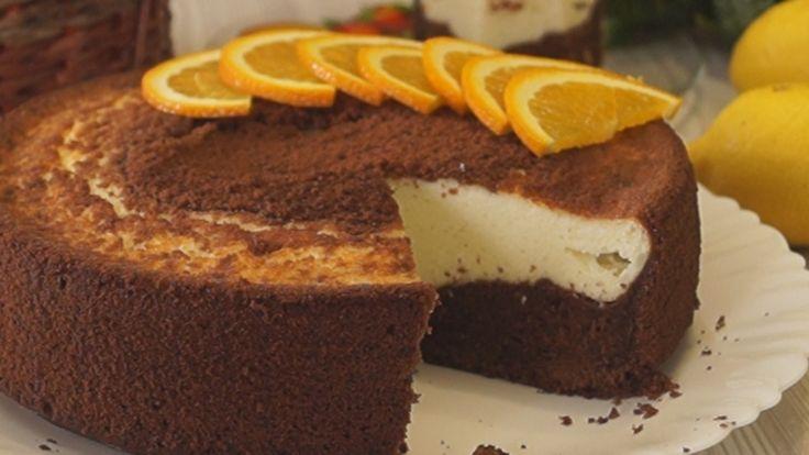 Шоколадная ватрушка с творожной начинкой. Насыщенное шоколадное, ароматное тесто и гладкая сочная творожная начинка. Очень советую попробовать такую ватрушку, тем более, что готовить ее легко и прост…